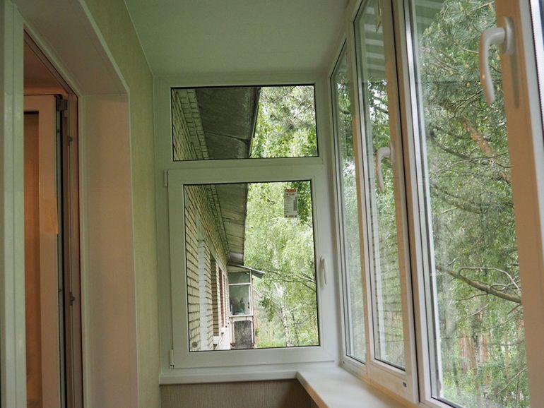 Остекление и отделка балкона в Серпухове